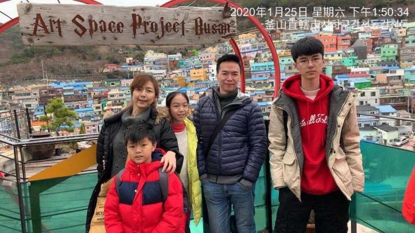 吳鈴山帶家人去釜山旅遊。
