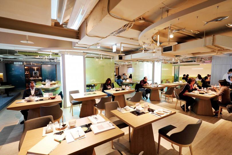 「Hi-Q 鱻食」提供簡餐、定食、鍋物、桌菜,選擇十分多元化。(圖/于魯光攝)