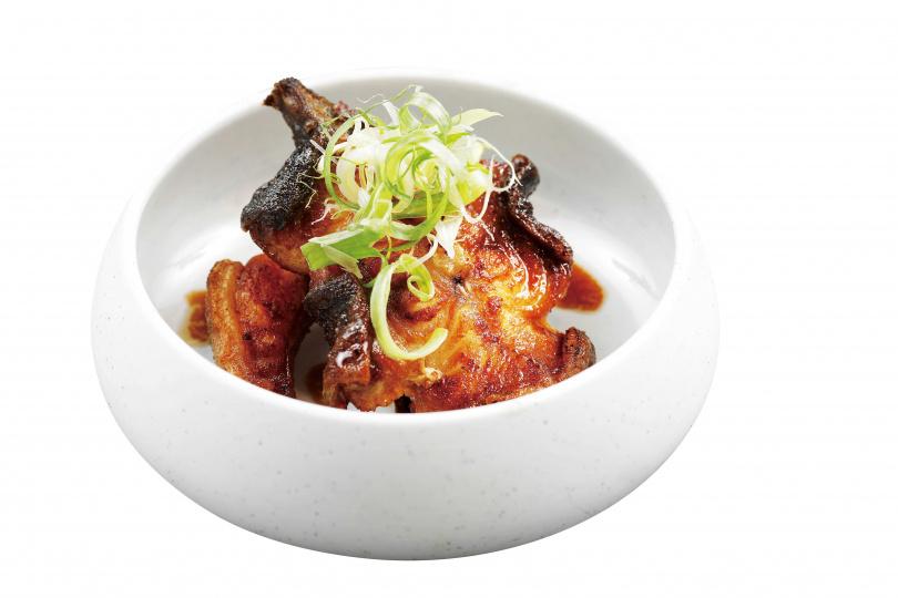 「乾煎褐藻鱸鰻」的鱸鰻,肉質Q彈,嚼感十足。(360元)(圖/于魯光攝)