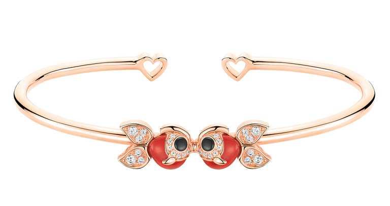 Qeelin「Petite Qin Qin系列」18K玫瑰金鑲鑽、縞瑪瑙和紅瑪瑙,金魚手鐲╱139,500元。(圖╱Qeelin提供)