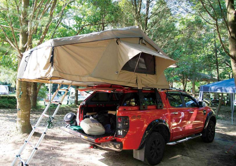 許多人購入皮卡,就是為了改裝成動靜皆宜的露營車。(圖/翻攝自皮卡露營FB)