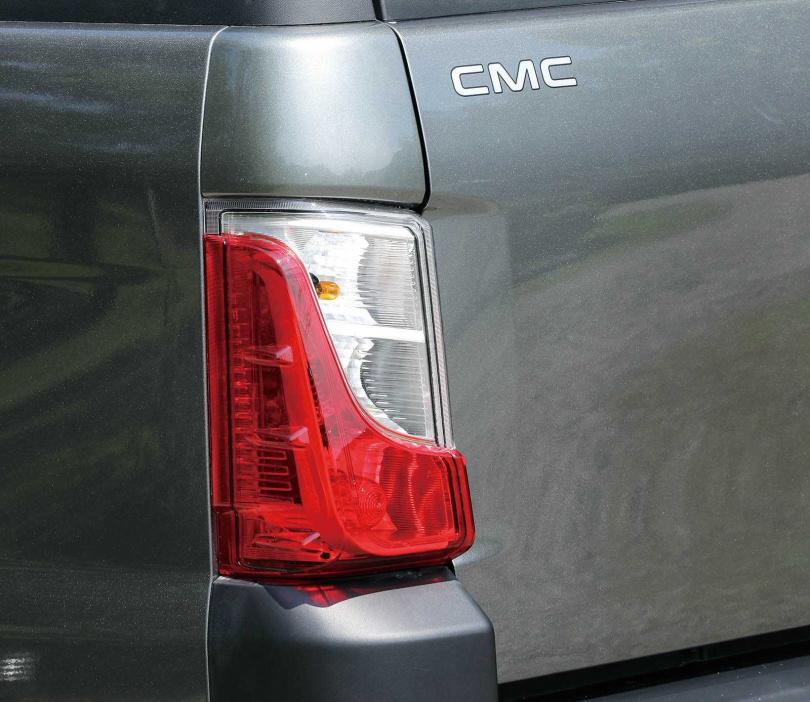 尾燈與Veryca A180為相同燈組,但裝在Zinger Pick up別有一番風味。(圖/王永泰攝)