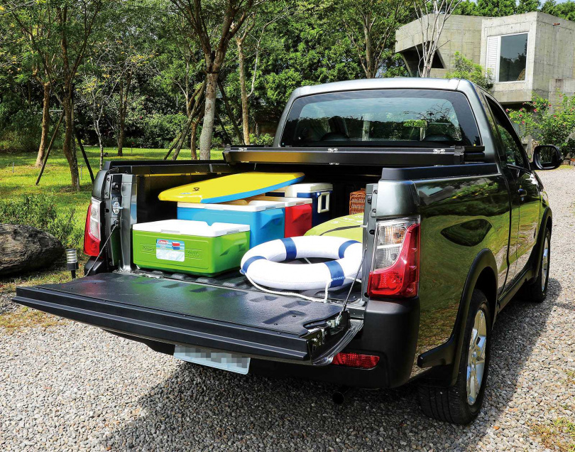 不管是商用還是出遊,長170公分、寬146公分的車斗,已符合大多數車主的需求。(圖/王永泰攝)