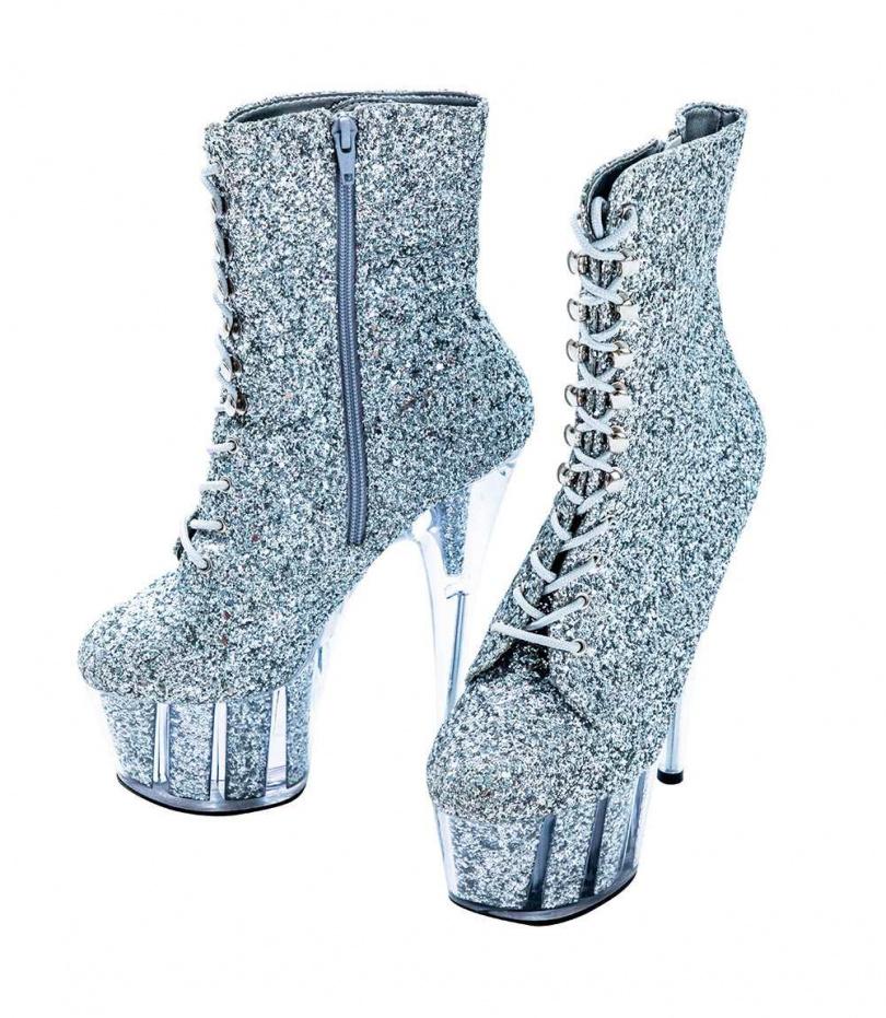 Pleaser ADORE銀色厚底鋼管舞鞋/3,100元(攝影/莊立人)