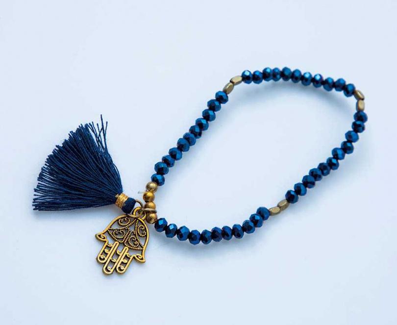安妮的俄羅斯大學同學成立珠寶品牌,雖然與她已經7年沒見面,仍特地從新加坡把品牌項鍊寄給她。(攝影/莊立人)