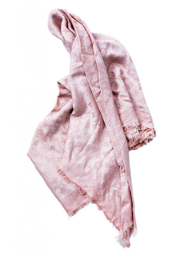 LOUIS VUITTON 圍巾/約12,000元(攝影/莊立人)