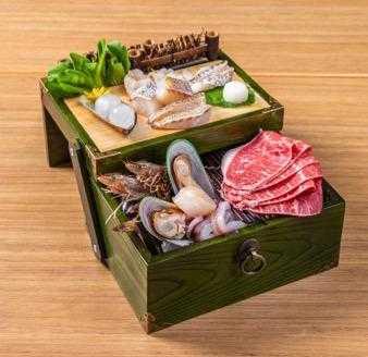 「海洋珠寶盒」上層為主廚特選龍虎斑四吃,和使用純魚鱗長時間燉煮而成的膠原蛋白Q彈珍珠。