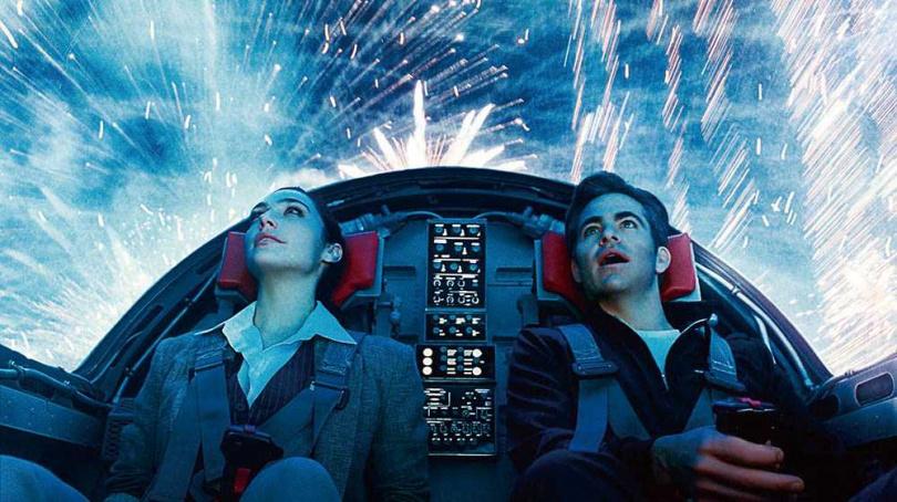 克里斯潘恩與蓋兒加朵,為《神力女超人1984》再次合作。(圖/華納兄弟提供)