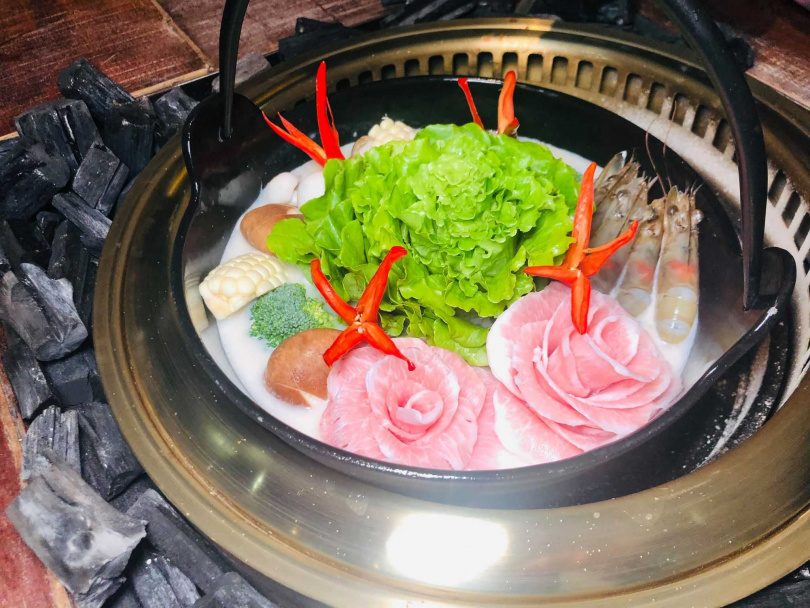 貢布胡椒雞湯鍋。(圖/余玫鈴攝)