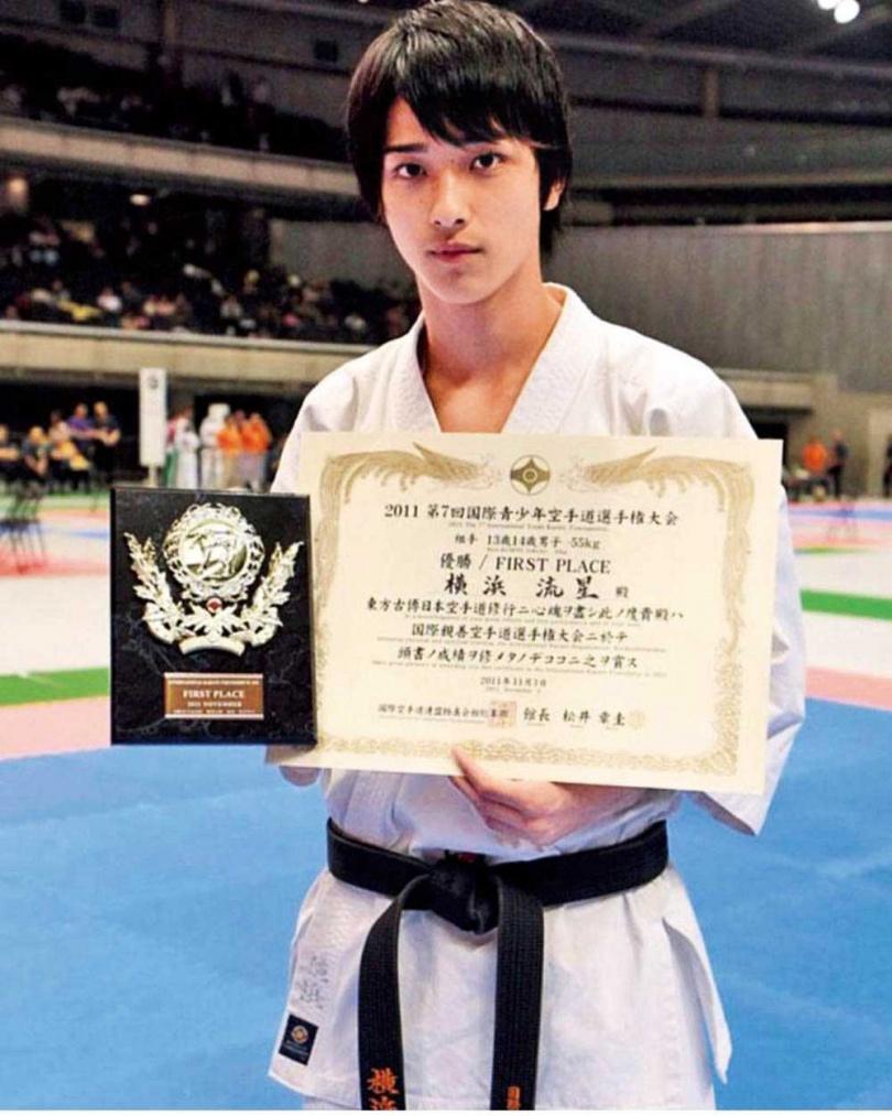 小一開始學習空手道的橫濱流星,14時便拿下青年組55KG世界冠軍。(圖/翻攝自網路)