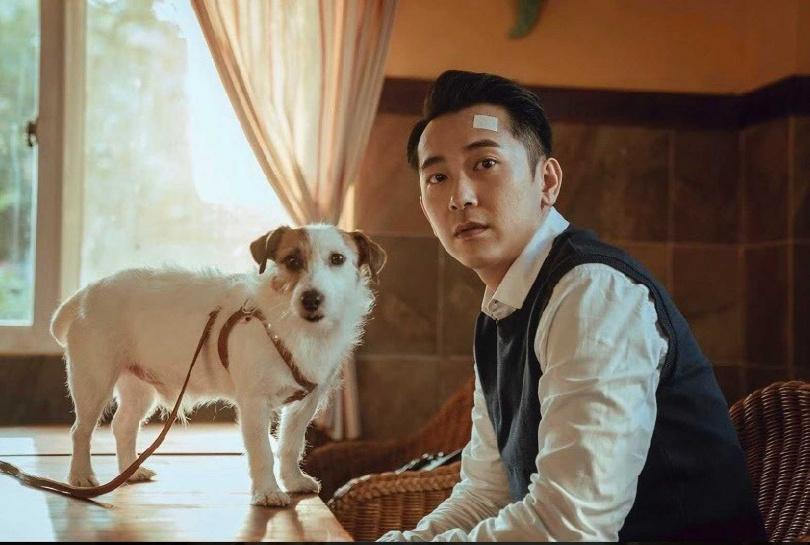 施名帥首次擔綱電視劇男主角,劇中飾演立委助理。(圖/LINE TV提供)