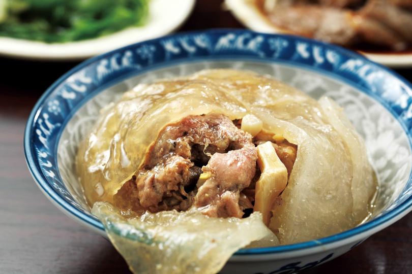「大肉圓」,完美結合外皮的Q、內餡的香、醬汁的甜。(40元)(圖/于魯光攝)