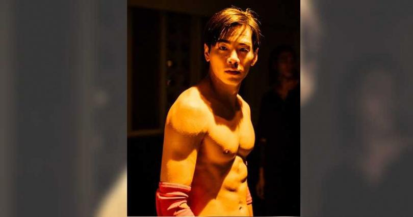 禾浩辰在電影《逃出立法院》展露精實六塊肌。