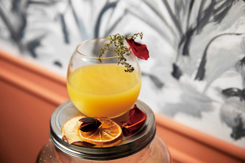 「泰國情歌」以龍舌蘭為基酒,搭配熱帶水果,滿滿異國風情。(260元)(圖/于魯光攝)