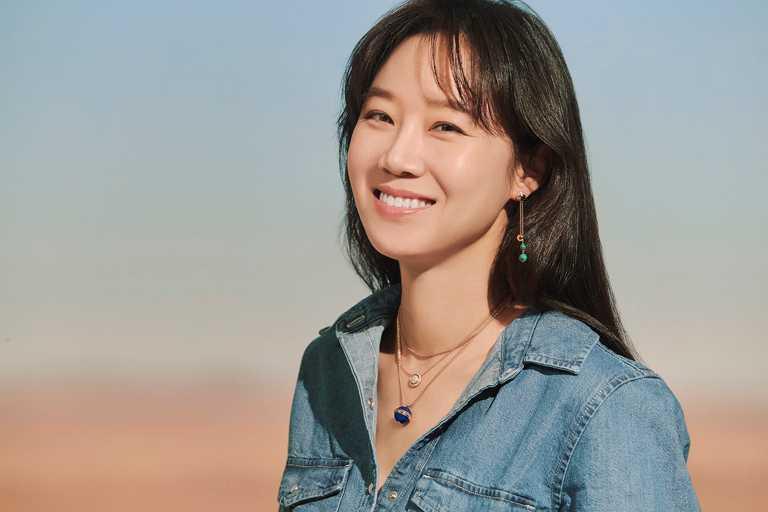 突破常規配搭,韓國女星孔曉振佩戴PIAGET「Possession」系列30周年限量新作,展現率真活潑性格。(圖╱PIAGET提供)