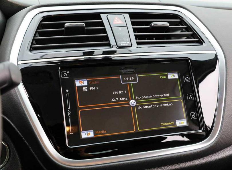 新增觸控式中控螢幕,整合影音娛樂與行車資訊。(圖/馬景平攝)