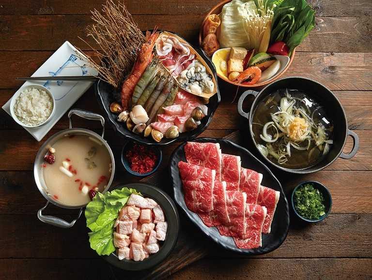 這一小鍋餐點現正提供滿300元送300克肉品的優惠。