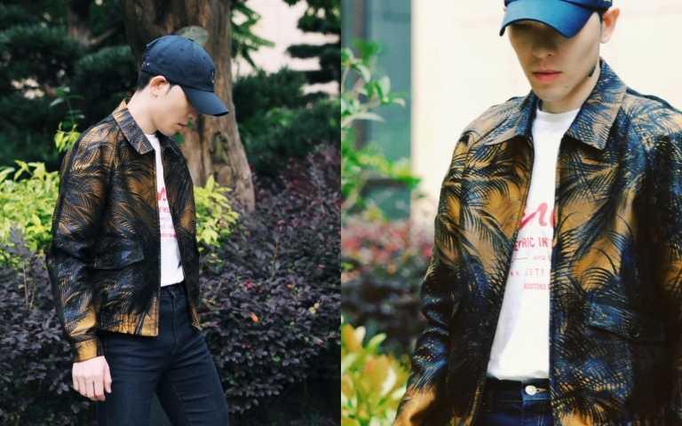 蕭敬騰選擇SAINT LAURENT 2021 春夏男裝系列的自由奔方型外套搭配T恤!(圖/品牌提供)
