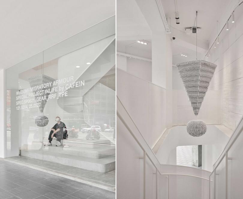 從天井垂吊的巨型驚嘆號呈現環保與創意。
