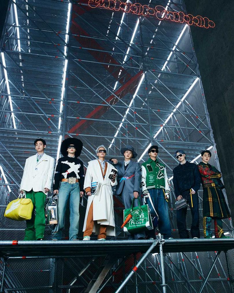 天團BTS防彈少年團今天晚上6:00陪你一起看LV路易威登2021秋冬男裝系列時裝秀,品牌搶先釋出照片啦!(圖/品牌提供)