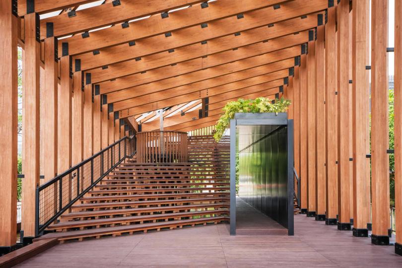 有幾何木製建築樣貌的「展亭」成為受歡迎的IG打卡地。(圖/香港旅遊發展局提供)