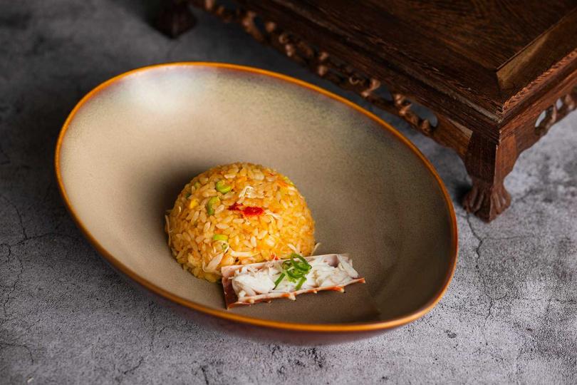泰國蝦頭油阿拉斯加蟹肉炒飯。(圖/香格里拉香宮提供)