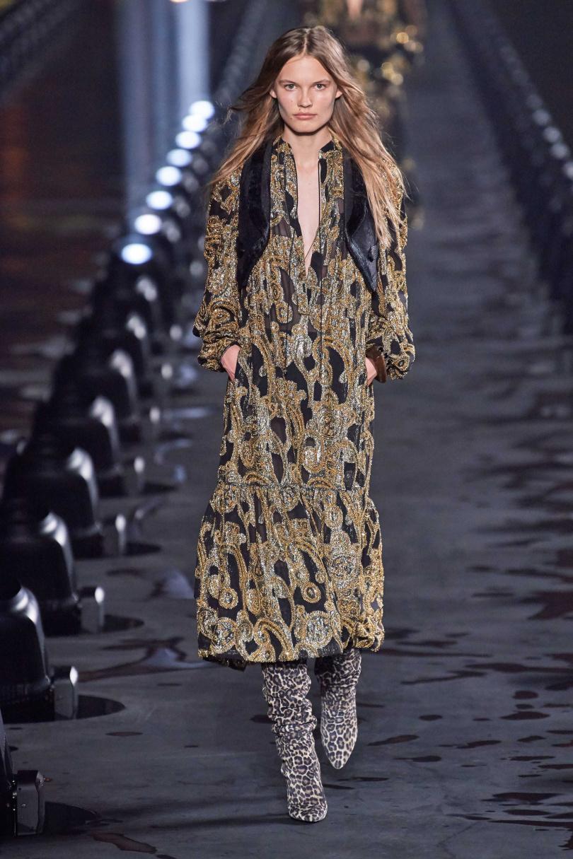 沉寂許久的西裝式背心,投入些中性味道,讓時髦裝扮充滿著混搭樂趣,轉換著時尚心情。(圖/Yves Saint Laurent)