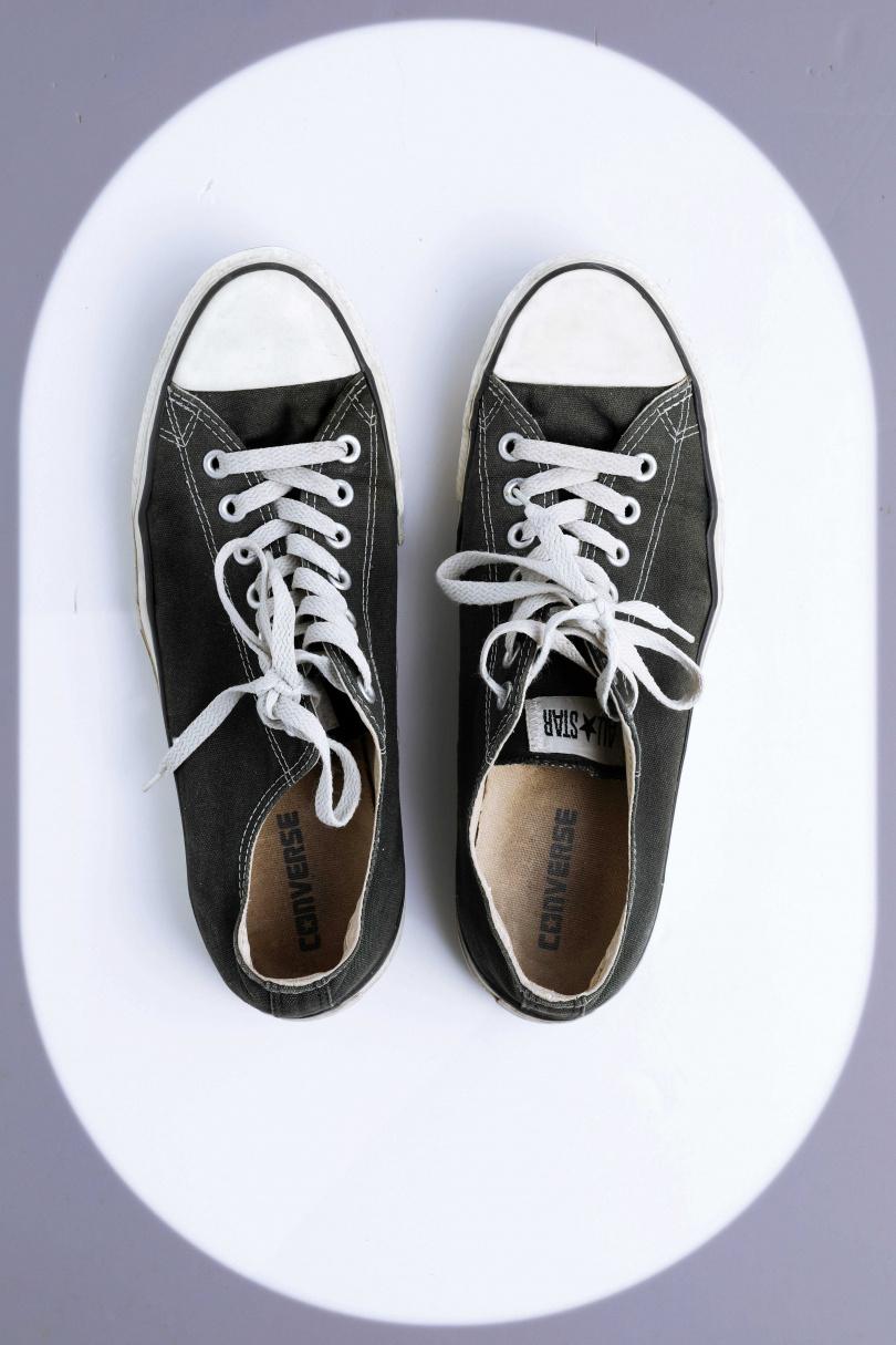 CONVERSE黑色低筒鞋/1,580元(攝影/戴世平)