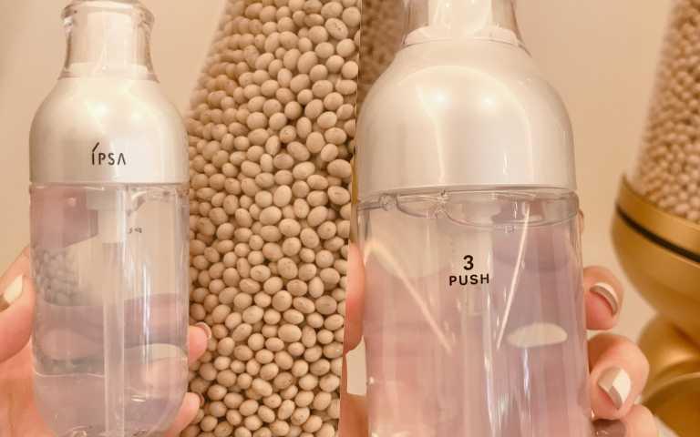 IPSA ME小白瓶每次需按壓3下足量並搭配化妝棉擦拭全臉,瓶身更細心標示刻度(一格為7天用量,一瓶使用6周)與3 Push字樣,意思就是按壓3下唷!(圖/黃筱婷攝影)