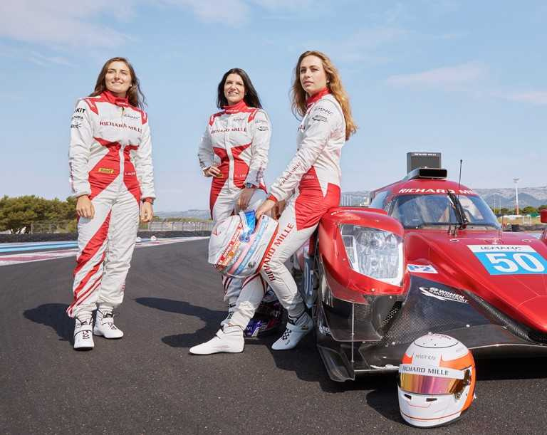 RICHARD MILLE車隊全部由女性賽車手組成,成員包含:(左)Tatiana Calderon、(中)隊長Katherine Legge,以及(右)Sophia Floersch等人。(圖╱RICHARD MILLE提供)