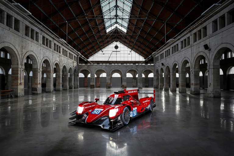 RICHARD MILLE車隊實體賽車,採用「樞機紅(Cardinal Red)」色料塗裝,氣勢恢宏。(圖╱RICHARD MILLE提供)