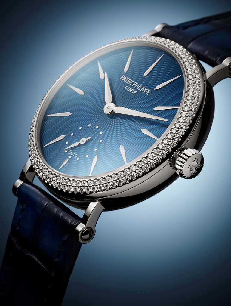 PATEK PHILILPPE「女性三問腕錶」,編號7040/250G-001。(圖╱PATEK PHILILPPE提供)