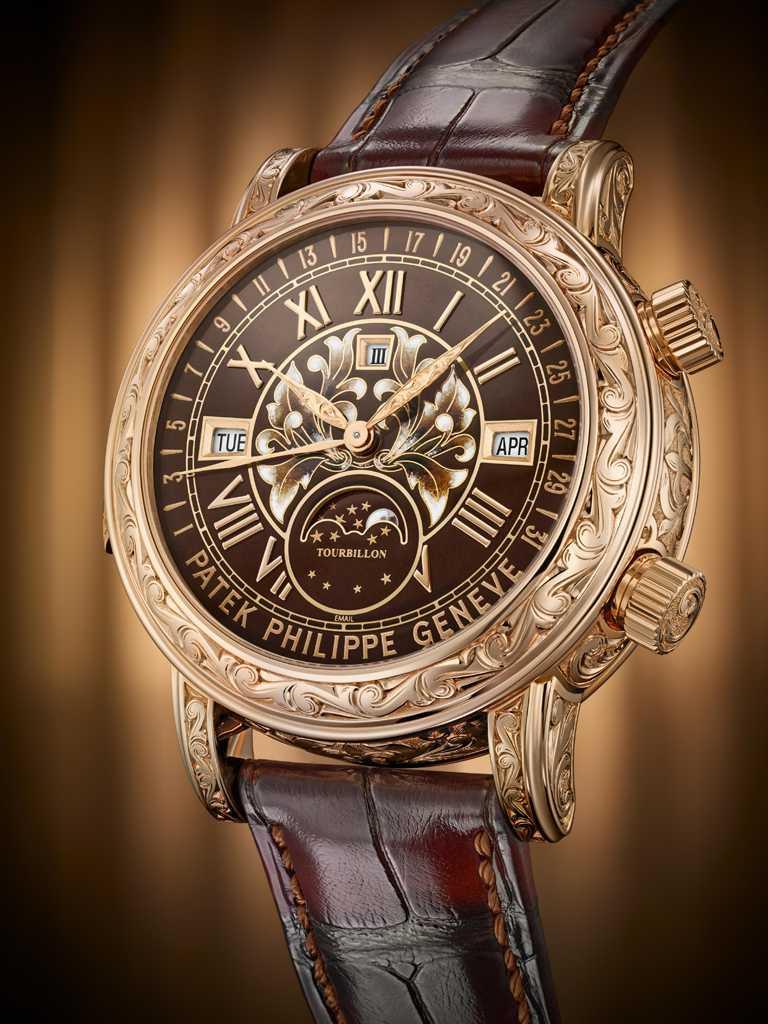 PATEK PHILILPPE「日月陀飛輪雙面腕錶」玫瑰金款,編號6002R-001。(圖╱PATEK PHILILPPE提供)