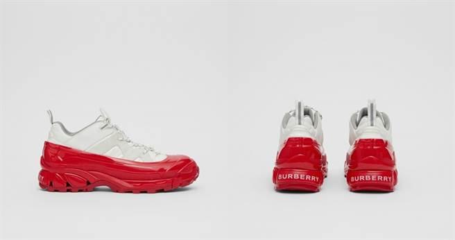 尼龍及麂皮Arthur運動鞋 NT28,900(圖/翻攝自Burberry官網)