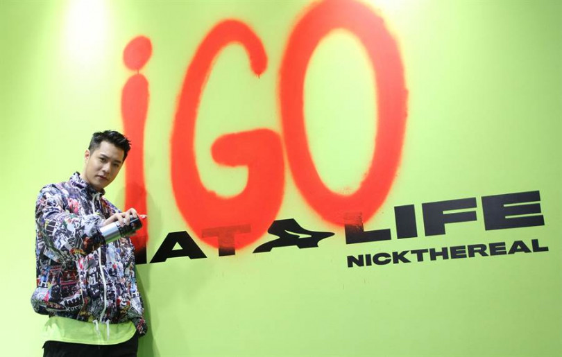周湯豪用噴漆塗鴉創作「i Go牆」邀粉絲打卡。(圖/Hit Fm聯播網提供)