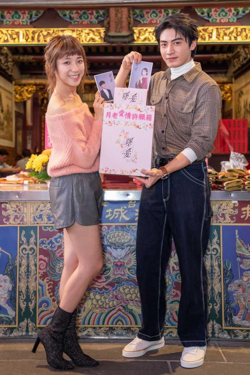 同樣與宮廟有著特殊緣份的宋柏緯跟梁舒涵一起到霞海城隍廟參加活動。(圖/TVBS提供)