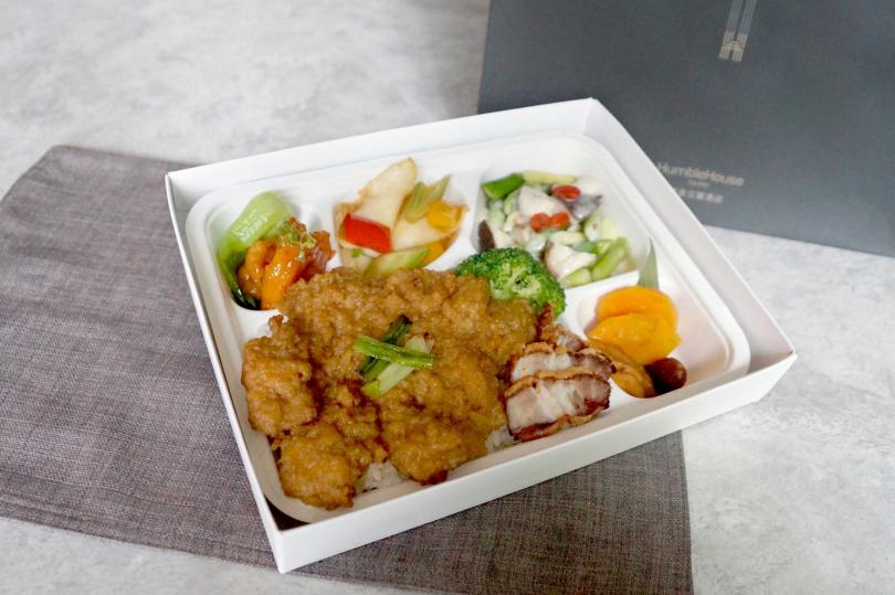 蔥燒醬滷豬大排餐盒。(圖/寒舍艾麗提供)