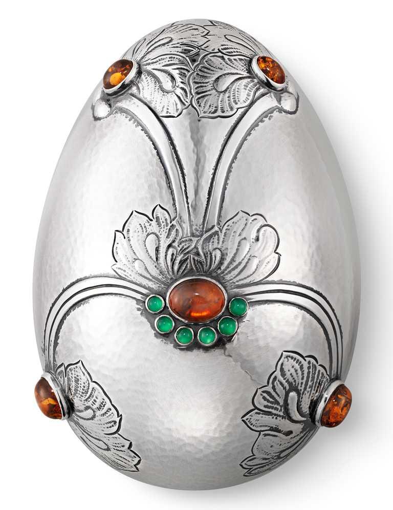 GEORG JENSEN「寶石浮雕銀蛋」╱330,000元。(圖╱GEORG JENSEN提供)