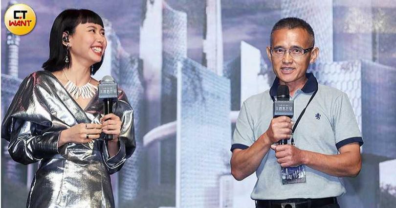 李芷婷舉行首張專輯記者會時,爸爸特別到場站台,獻上滿滿祝福。(圖/施岳呈攝)