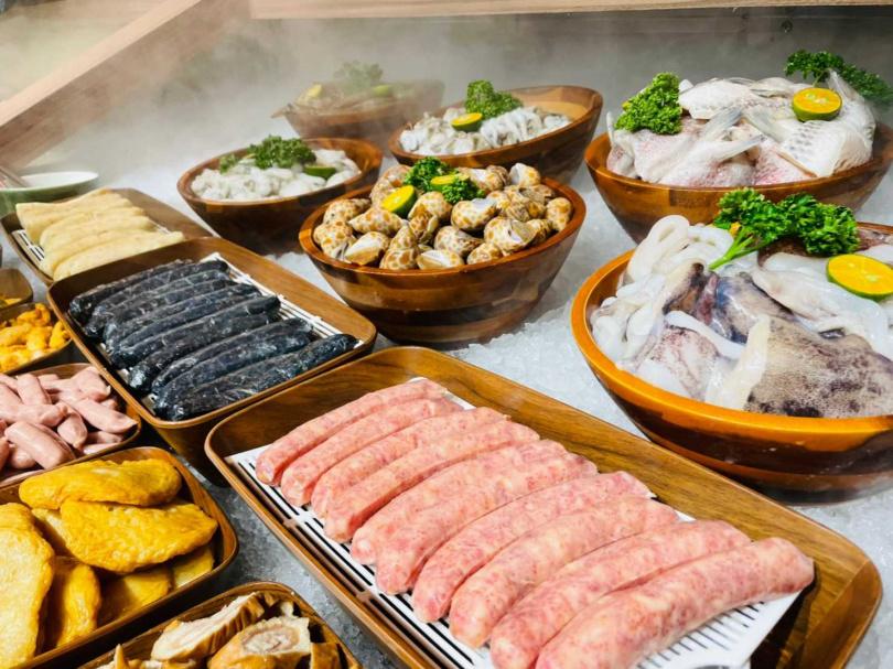 「本格和牛 燒肉放題」自助吧大手筆放上海鮮,讓消費者大快朵頤(圖為台北永和店)(圖/業者提供)