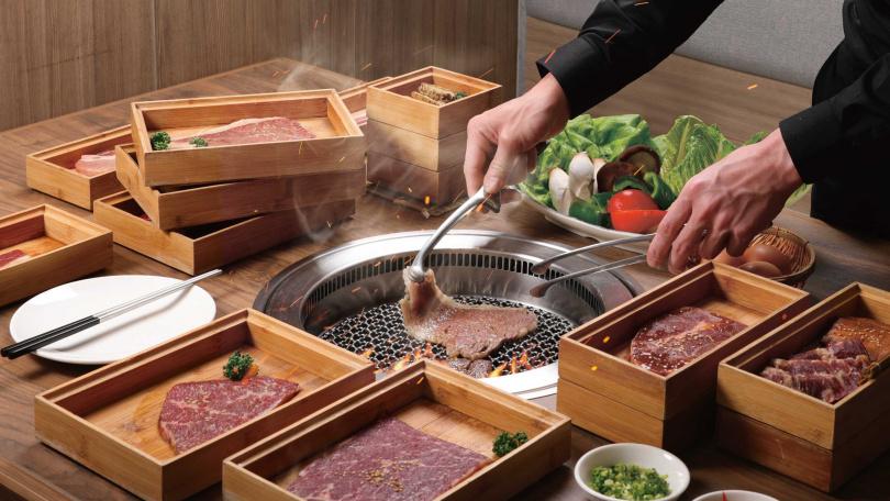 「本格和牛 燒肉放題」主打和牛吃到飽,自助吧超過100種食材。(圖/業者提供)