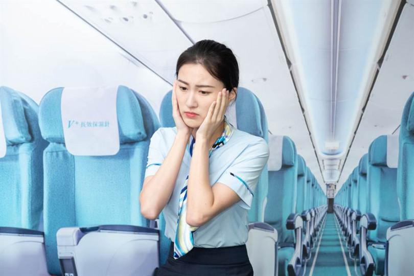 空姐長途飛行,經常保濕不足,皮膚就會出現乾燥、緊繃、粗糙及脫屑等水油失衡現象
