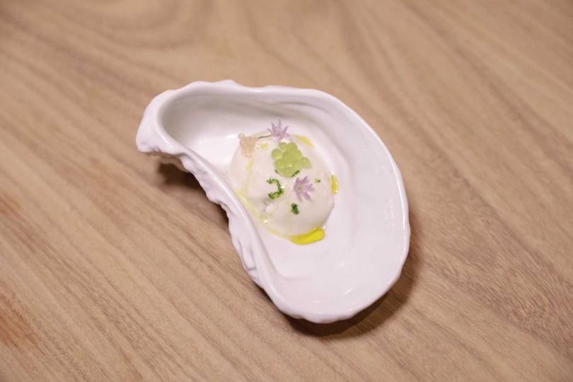 牡蠣慕斯。(圖/壽司芳提供)