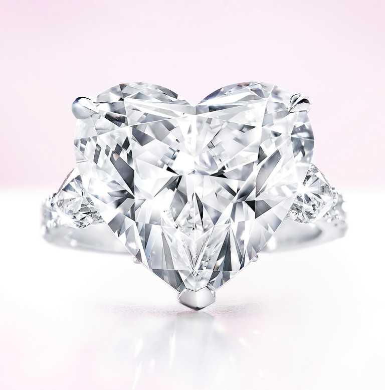 GRAFF「心形鑽石戒指」,10.01克拉╱價格店洽。(圖╱GRAFF提供)