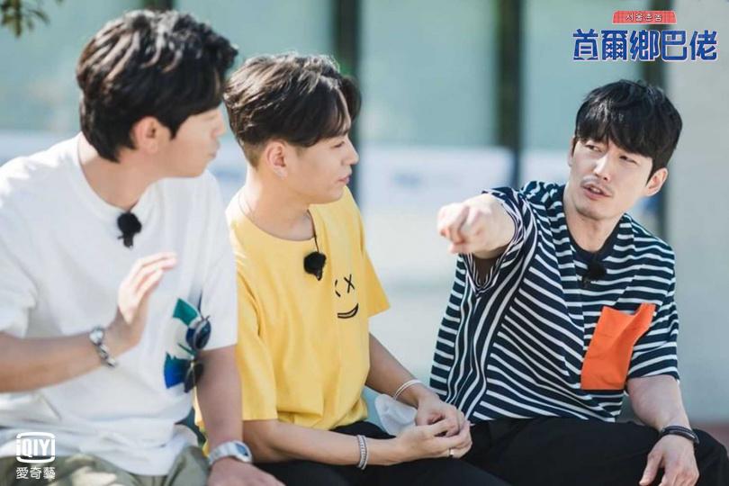 雖然出身釜山,但張赫(右一)坦言待在釜山的時間並不長。(圖/愛奇藝台灣站提供)