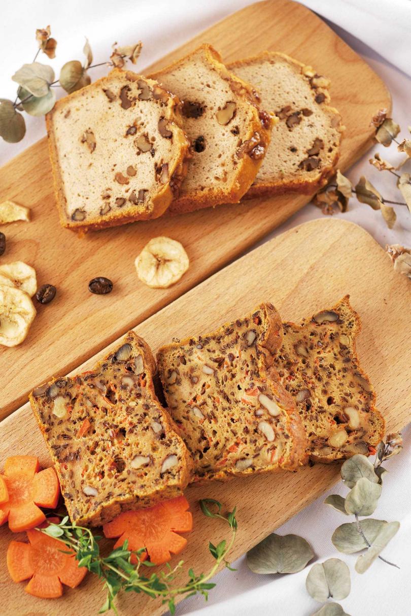 「無麩質低糖紅蘿蔔堅果麵包」(250元/條,前)嘗來Q度不高,但濕潤度佳;「純素無麩質楓糖咖啡蛋糕」口感酥鬆,反而有點類似中式粿類(395元/條,後)。(圖/張祐銘攝)