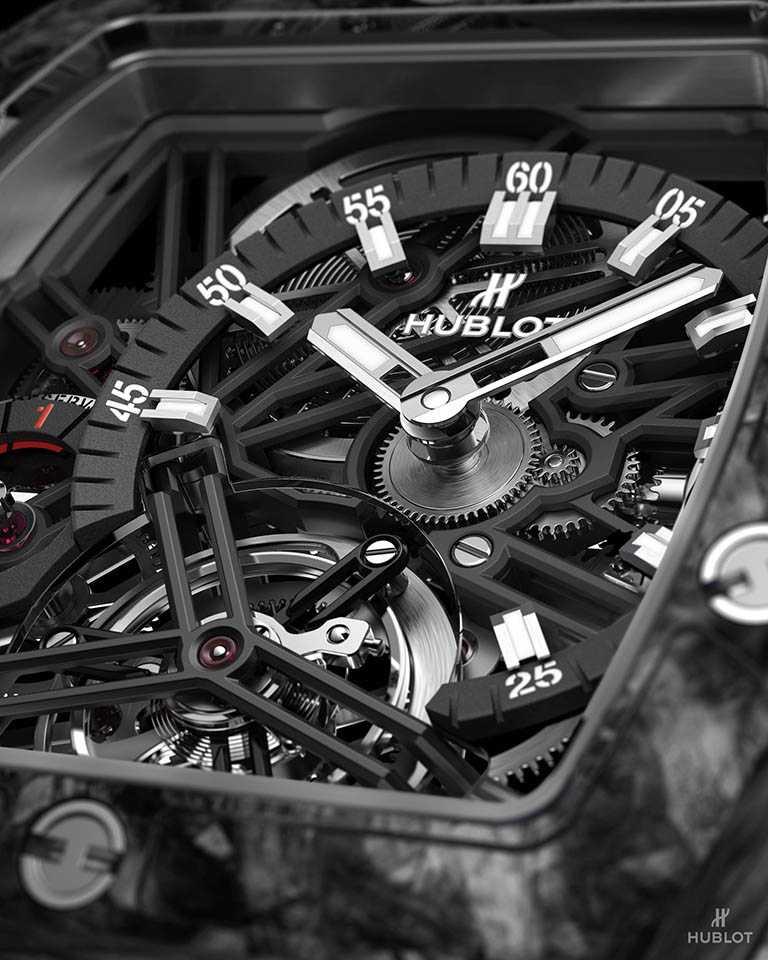 HUBLOT「Spirit of Big Bang」系列陀飛輪碳纖維五日鍊腕錶,搶眼的多層次錶殼與鏤空面盤,十足陽剛的高科技運動風╱2,943,000元。(圖╱HUBLOT提供)