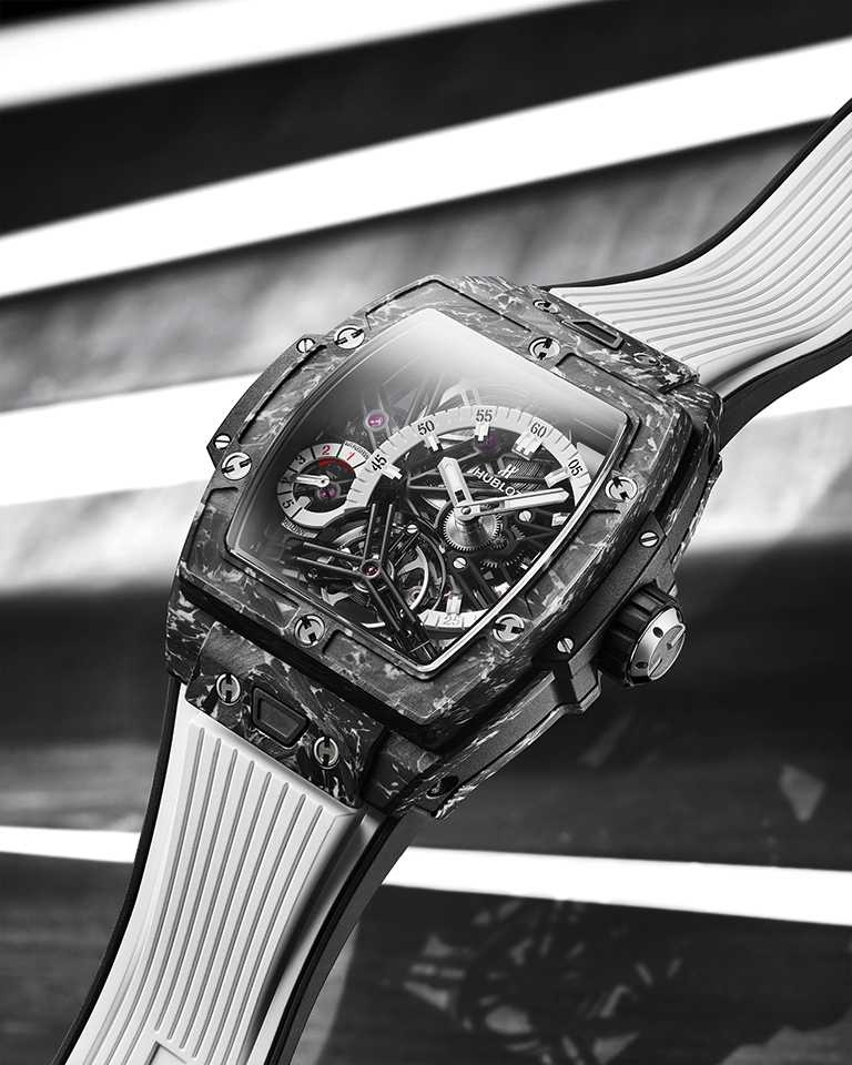 HUBLOT「Spirit of Big Bang」系列,陀飛輪碳纖維五日鍊腕錶,42mm,複合碳纖維錶殼,HUB6020型自製手動上鏈鏤空陀飛輪機芯,限量100只╱2,943,000元。(圖╱HUBLOT提供)