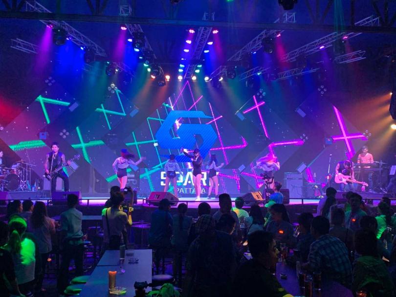 現場可容納至500人的最新夜店「Spark Pattaya」。(圖/官其蓁攝)