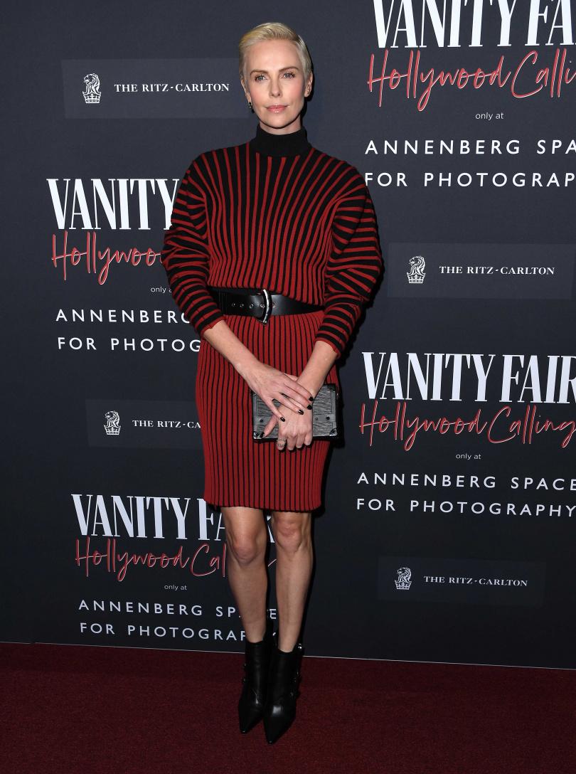 莎莉·賽隆Charlize Theron身著路易威登2020早春秀款條紋洋裝於洛杉磯出席Vanity Fair : Hollywood Calling派對活動